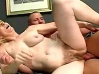 Jovem faz sexo com velha peluda