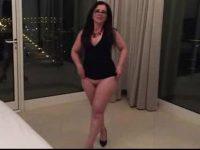 Marido filmou esposa brasileira mostrando a bunda